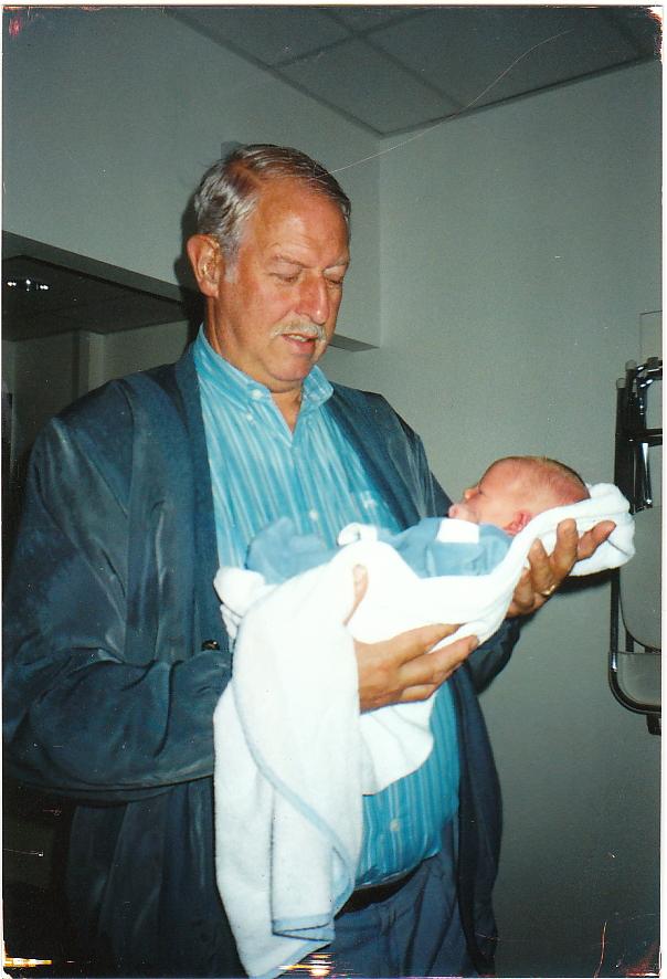 Opa Sjaak, trots met zijn 1e stamhoudertje Stan.